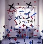 Blaues Kreuz, 1987, Acrylfarbe auf Plexiglas und PVC-Folie, ca. 400 x 400 x 400 cm