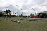 R-RI-RING, 2002, Edelstahl, jeweils 600x1800x600 cm, Busan Biennale, Asiad Sculpture Plaza, Südkorea