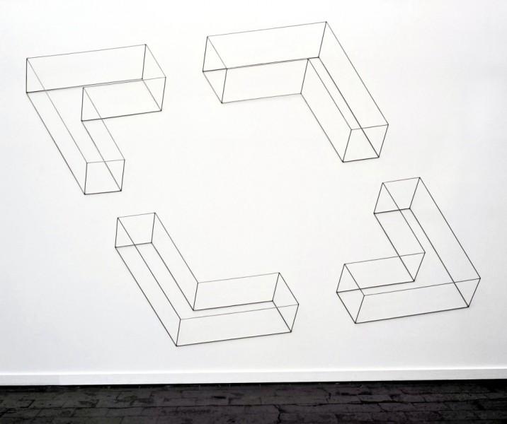 Vier Winkel - Ein Raum, 2003, Edelstahl, 294 x 416 x 32 cm